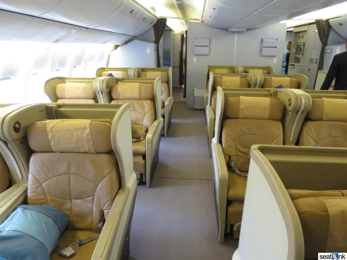 Singapore 777-200 Regional Business Class Review in 15 ...